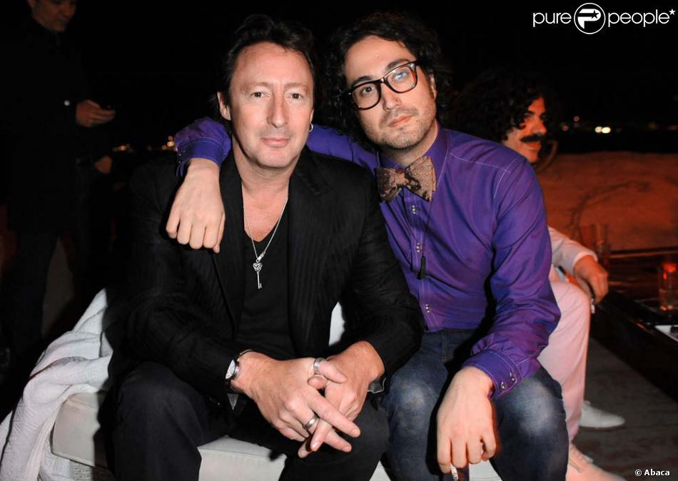Julian et son dem-frère Sean Lennon, à Cannes, le 19 mai ...