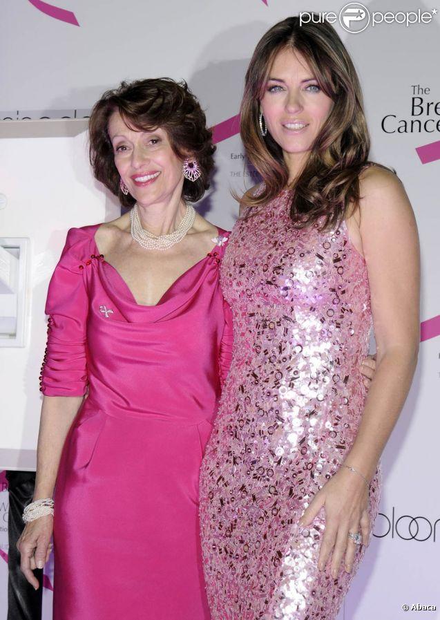 Evelyn Lauder (avec Elizabeth Hurley lors de la campagne ruban rose 2009), grande figure de la maison Estée Lauder et instigatrice du ruban rose devenu symbole universel de la lutte contre le cancer du sein, est morte le 12 novembre 2011 à New York, à 75 ans.