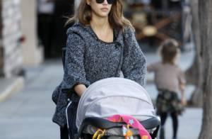 Jessica Alba : Retour à L.A, balade en famille et mystérieux bandage...