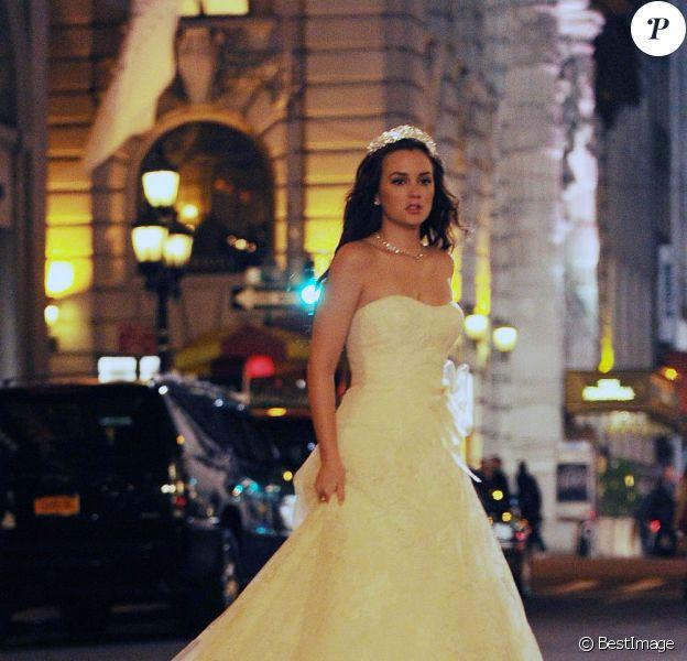 Leighton Meester dans les rues de New York, en habit de mariée. Le 14 novembre 2011