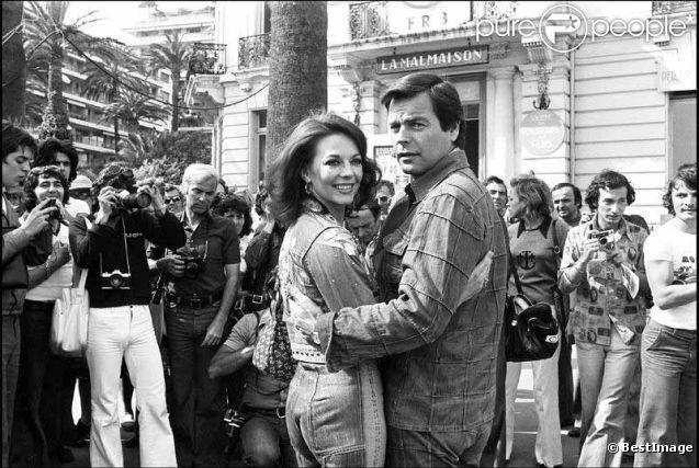 Natalie Wood et son mari Robert Wagner posent durant le festival de Cannes 1976