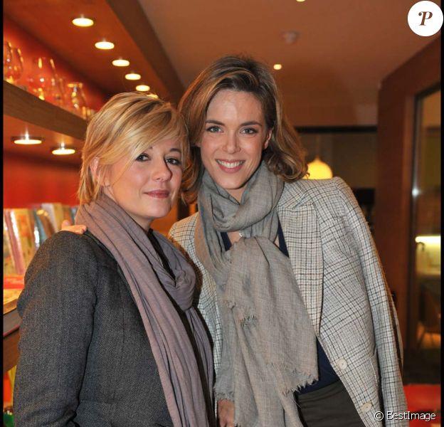 Flavie Flament et Julie Andrieu lors de la finale du premier concours de cuisine amateur Tous en cuisine, à Paris, le 18 novembre 2011.