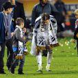 David Beckham, ému aux larmes et ses trois fils, Brooklyn, Romeo et Cruz le 20 novembre 2011 au Home Depot Center de Carson à Los Angeles après sa victoire en finale du championnat des États-Unis