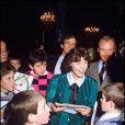 Danielle Mitterrand au Noël des enfants à l'Élysée, le 19 décembre 1985.