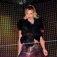 Lorie a fait la fête au Queen à Paris pour célébrer la sortie de son nouvel album. Le 23 novembre 2011
