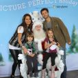 David Charvet et Brooke Burke, accompagnés de leurs enfants Shaya et Heaven, à Los Angeles, le 23 novembre 2011.