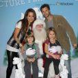 David Charvet et Brooke Burke entourent leurs enfants Shaya et Heaven, à Los Angeles, le 23 novembre 2011.