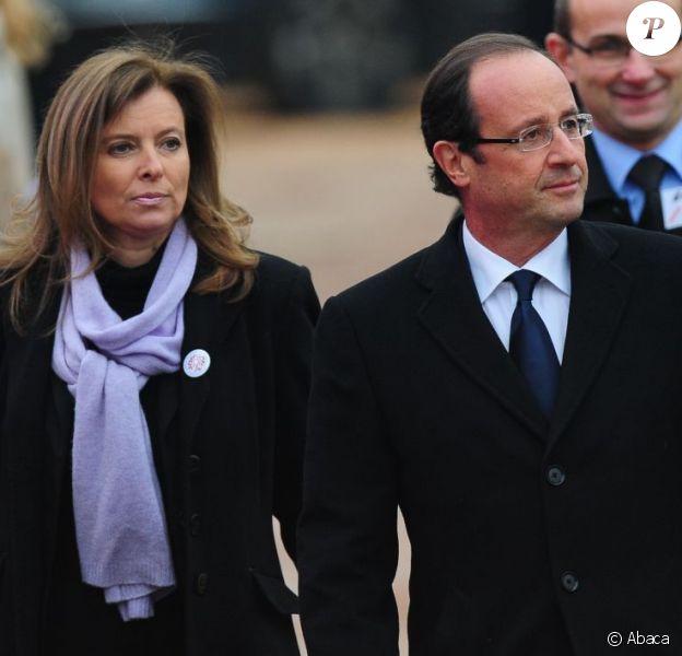 François Hollande et sa compagne Valérie Trierweiler lors des funérailles de Danielle Mitterrand à Cluny le 26 novembre 2011