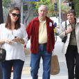 Jennifer Garner et sa famille dans les rues de Santa Monica, le 30 novembre 2011