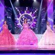 défile en robe de soirée, lors de la soirée de l'élection de Miss France 2012, le samedi 3 décembre 2011 à Brest.