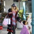 Heidi Klum et ses filles Leni et Lou faisant du shopping le 3 décembre 2011 à Brentwood en Californie