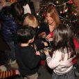 Amanda Sthers s'est retrouvé au milieu d'une nuée d'enfants enchantés de rencontrer l'auteure de Lili Lampion le 7 décembre 2011 à la Librairie Carré d'Encre à Paris