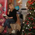 Amanda Sthers a captivé des enfants lors de la lectuere d'un conte de Noël le mercredi 7 décembre à la Librairie Carré d'Encre à Paris
