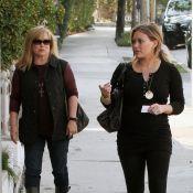 Hilary Duff, très enceinte, passe du bon temps avec sa mère
