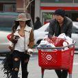 Vanessa Hudgens et Austin Butler se rendent au centre commercial Target, à Los Angeles, le lundi 19 décembre 2011.