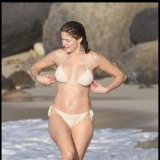 Stephanie Seymour : A 43 ans, elle ose avec succès le trikini