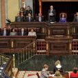 Standing ovation appuyée et inédite pour le roi Juan Carlos lors de l'inauguration du 10e mandat parlementaire de la démocratie espagnole, le 27 décembre 2011 au Parlement, à Madrid, entouré de son épouse la reine Sofia, du prince Felipe et de sa Letizia.