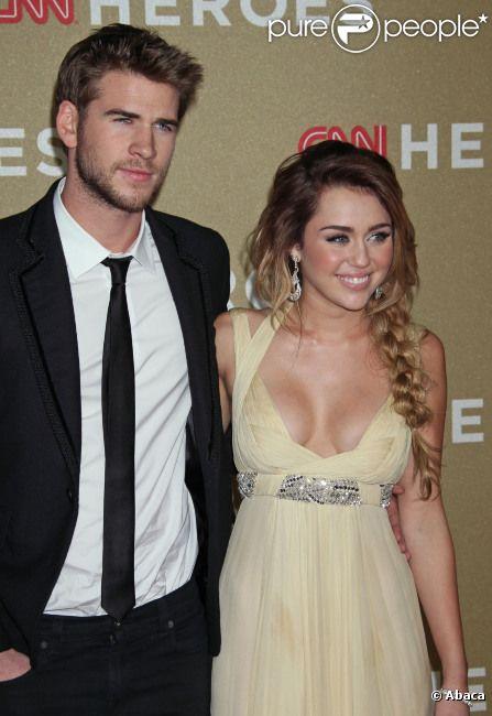 Miley Cyrus et LIam Hemsworth, en décembre 2011 à Los Angeles.