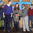 William et Kate en visite dans un foyer de Centrepoint le 21 décembre 2011.   Les premiers patronages de la Catherine, duchesse de Cambridge, ont été officiellement annoncés le 5 janvier 2012. L'épouse du prince William est la marraine de quatre associations, et par ailleurs bénévole auprès de l'Association des Scouts.