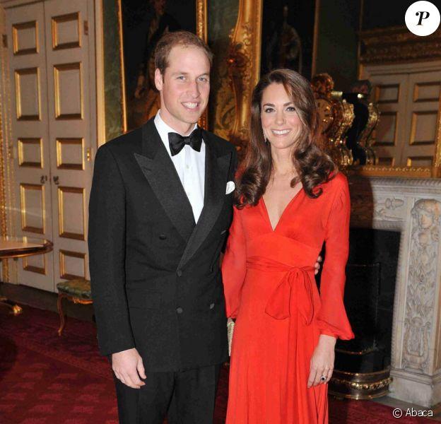 Le prince William et Catherine lors d'un dîner de bienfaisance le 13 octobre 2011. Les premiers patronages de la Catherine, duchesse de Cambridge, ont été officiellement annoncés le 5 janvier 2012. L'épouse du prince William est la marraine de quatre associations, et par ailleurs bénévole auprès de l'Association des Scouts.