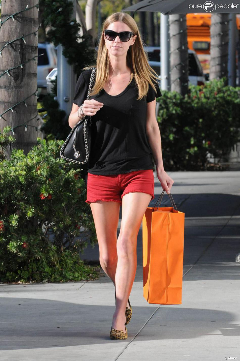 nicky hilton et sa tenue d 39 t de sortie pour une apr s midi shopping beverly hills le 3. Black Bedroom Furniture Sets. Home Design Ideas