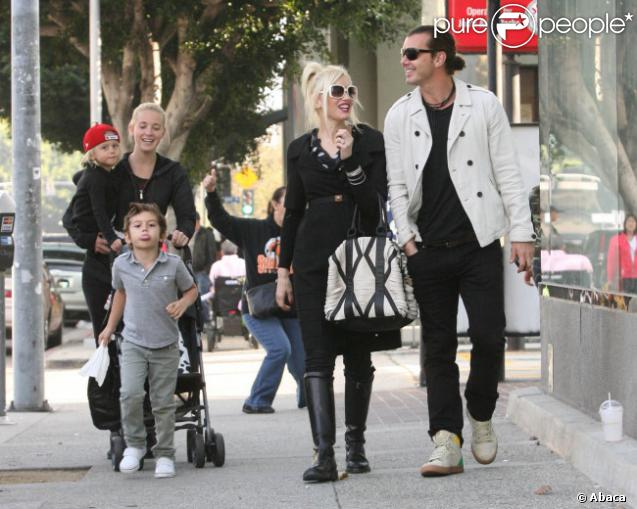 gwen stefani shopping en famille avec ses adorables bambins et son homme purepeople. Black Bedroom Furniture Sets. Home Design Ideas