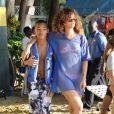 Rihanna s'amuse comme une folle avec son petit frère à la Barbade le 29 janvier 2011