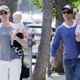 Neil Patrick Harris, David Burtka et leurs jumeaux à Los Angeles, en juin 2011