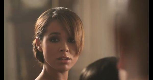 Chim ne badi dans le clip de parlez moi de lui for Chimene badi le miroir