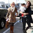 Katherine Heigl débarque avec sa fille Naleigh et une autre membre de sa famille à l'aéroport de Los Angeles, le 21 janvier 2012.