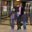 Le prince Joachim de Danemark fou de joie avec ses trois fils dans les couloirs du  Rigshospitalet de Copenhague, au petit matin du 24 janvier 2012 : la  princesse Marie vient de lui donner une fille !