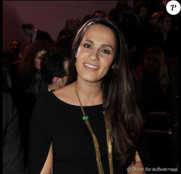 Elisa Tovati superbe et enceinte au défilé de lingerie de Zahia à Paris le 25 janvier 2012