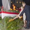 Le prince Albert et la princesse Charlene ont enflammé ensemble la nuit monégasque.   Au soir du 26 janvier 2012, comme chaque année, le prince Albert II de Monaco et des membres de la famille princière monégasque ont embrasé la barque commémorant la légende de Sainte-Dévote et honorant le lien entre la principauté et sa sainte-patronne.