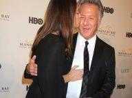 Dustin Hoffman : Amoureux et démonstratif, il bichonne sa femme sur tapis rouge
