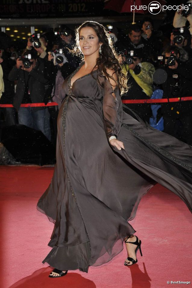 Elisa Tovati, bientôt au terme de sa seconde grossesse, a malgré tout honoré de sa présence les 13e NRJ Music Awards, où elle était nominée deux fois, avec beaucoup de grâce, à Cannes le 28 janvier 2012.