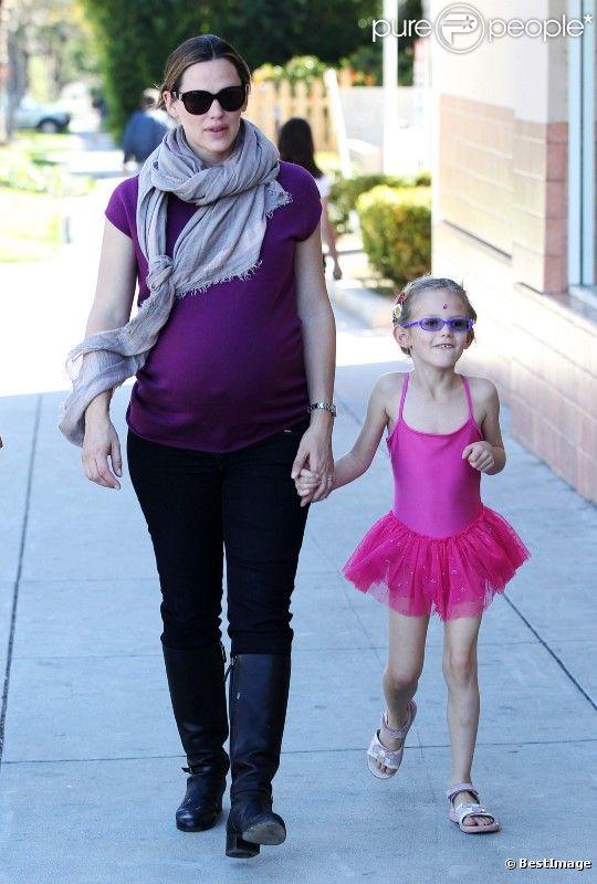 Jennifer Garner et son adorable fille Violet, qui vient de sortir de son cours de danse, le 28 janvier, à Los Angeles