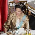 La princesse Mary de Danemark était une fois de plus magnifique en tenue d'apparat pour un dîner célébrant le jubilé des 40 ans de règne de la reine Margrethe, le 1er février 2012 au palais de Christiansborg.