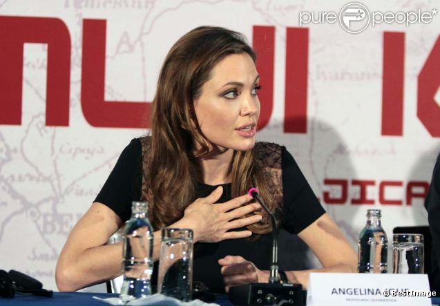 Angelina Jolie pendant la conférence de presse de son film  Au pays du sang et du miel , à Sarajevo, le 14 février 2012.