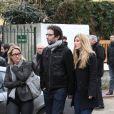 Manu Lévy et sa compagne lors des obsèques de Jean-Pierre Spiero en l'église protestante de Saint-Maur-des-Fossés, vendredi 17 février 2012