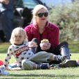 """"""" Gwen Stefani : épanouie aux côtés de son petit Zuma au parc de Santa Monica le 18 février 2012 """""""