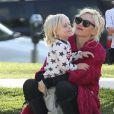 Gwen Stefani : épanouie aux côtés de son petit Zuma au parc de Santa Monica le 18 février 2012