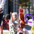 Gwen Stefani : son petit Zuma joue les guerriers un parc de Santa Monica le 18 février 2012