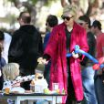 Gwen Stefani et ses fils Kingston et Zuma s'éclatent dans un parc de Santa Monica le 18 février 2012