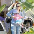 Kristin Davis et sa petite fille Gemma Rose le 16 février 2012 à Brentwood en Californie