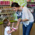 Alessandra Ambrosio et sa fille s'offrent une glace au yahourt à Los Angeles. Le 1er mars 2012