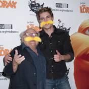 Zac Efron arbore une moustache fabuleuse