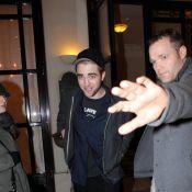 Robert Pattinson, romantique, est venu retrouver sa Kristen Stewart à Paris