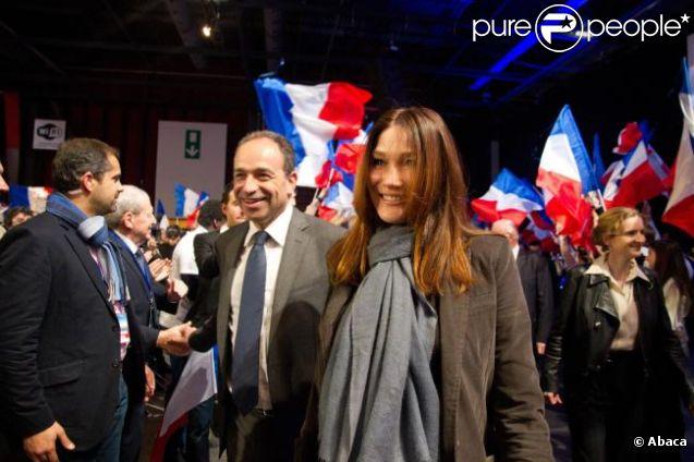 Carla Bruni et Jean-François Copé assistent à un meeting de Nicolas Sarkozy à Bordeaux, le samedi 3 mars 2012, en vue de la présidentielle de 2012.