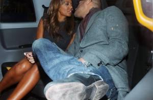 Mel B : Pluie de bisous avec son mari pour la jeune maman fêtarde