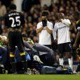 Fabrice Muamba, victime d'un arrêt cardiaque le 17 mars 2012 lors d'un match entre Bolton et Tottenham est réanimé par les secouristes sous les yeux horrifiés de ses partenaires et adversaires